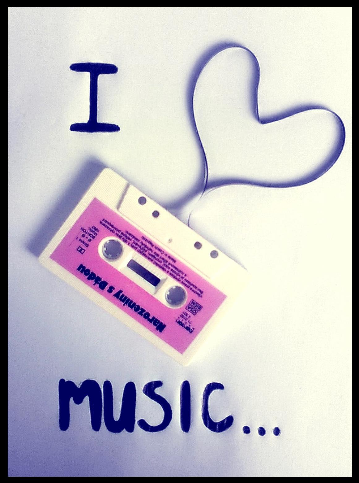 I_love_music_by_Debbie182