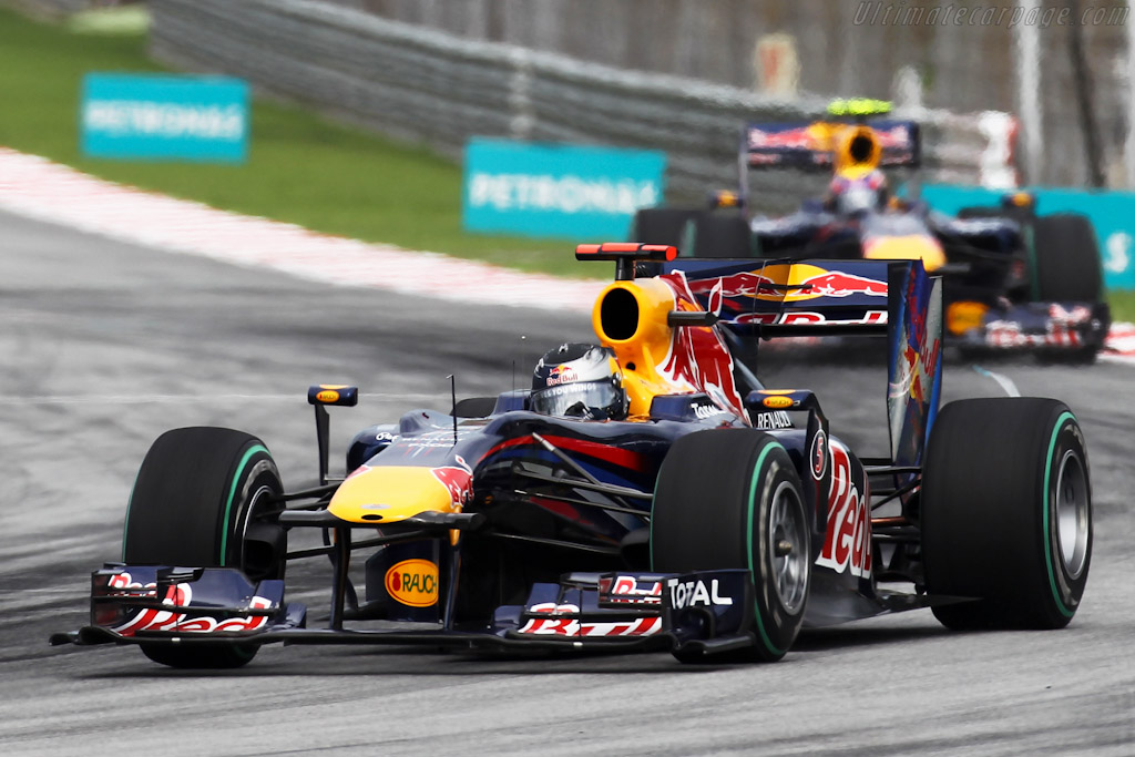 Red-Bull-Racing-RB6-Renault_1